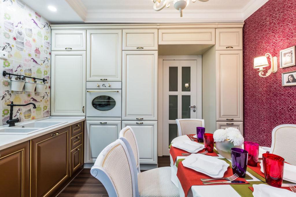 Кухня — особое помещение, форма, конфигурация и наполнение мебели здесь может быть разным