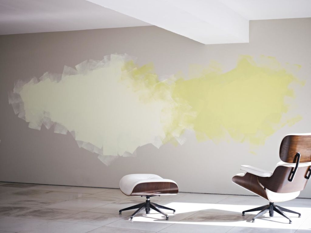 Покраска бетонных стен пользуется немалой популярностью и выполняется в разных техниках