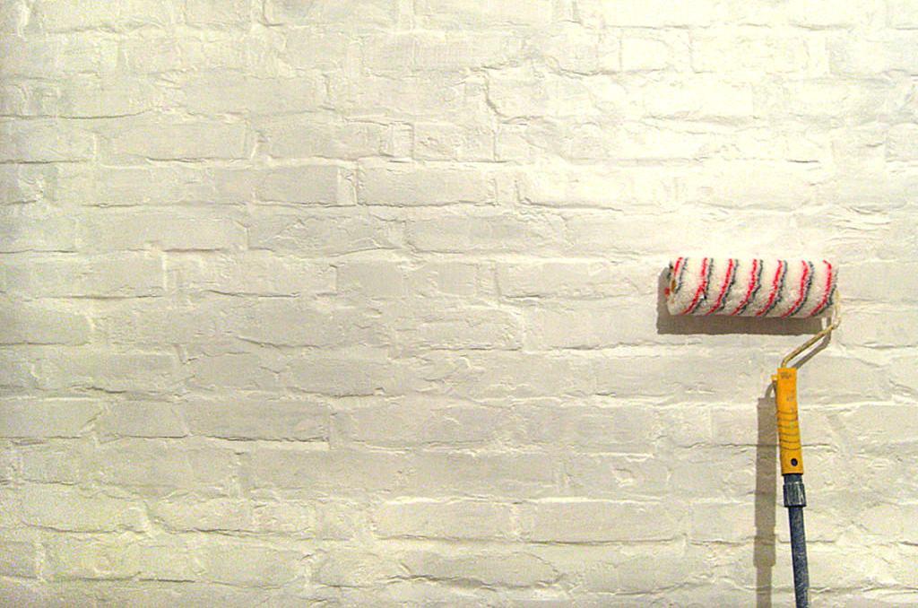 Кирпич, как строительный материал, не совсем подходит под покраску