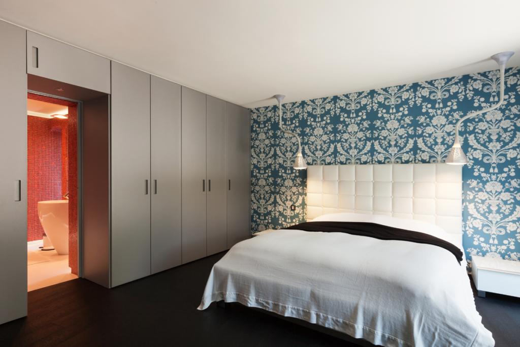 Шкаф вокруг дверного проема – стильное и экономичное решение