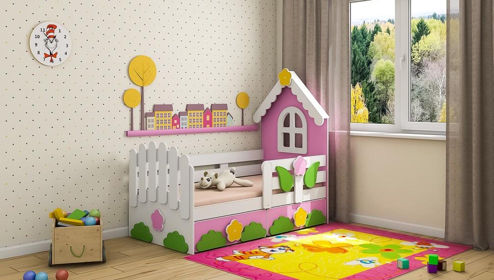 В среднем дома на кровати для малышек делают размером 2х3 метра.