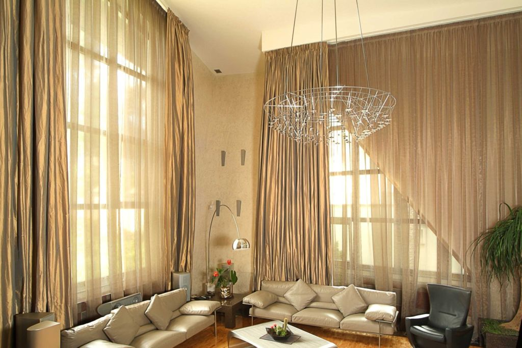 Большая гостиная стиле модерн
