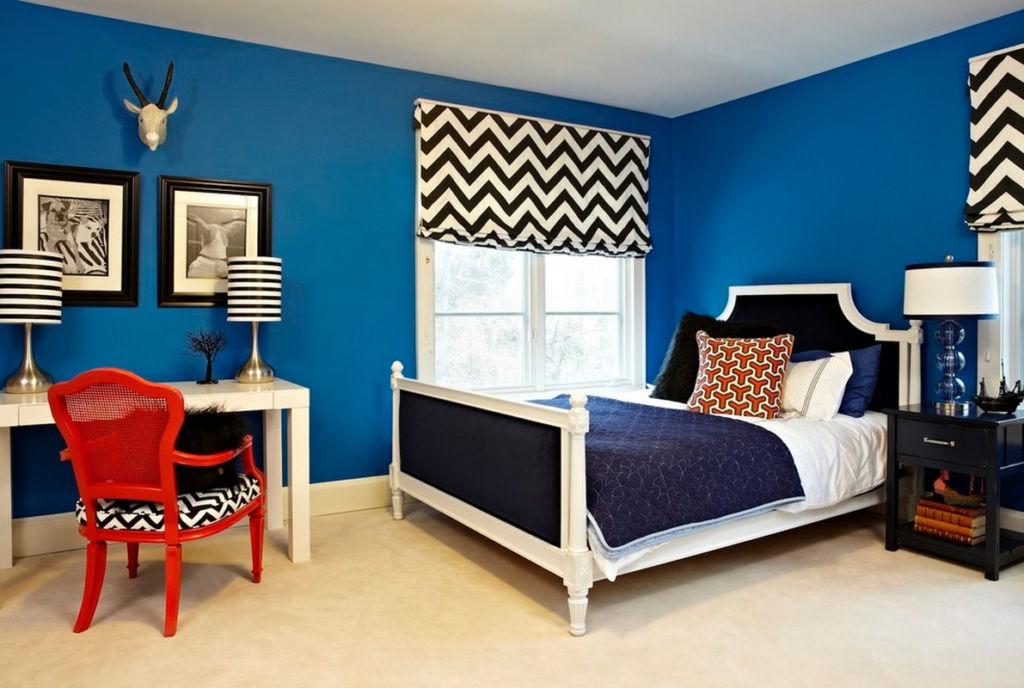 Особенно эффектно выглядит синяя спальня