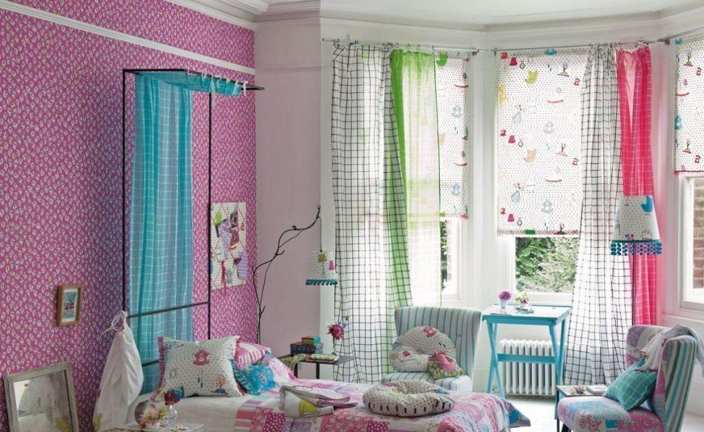 В обед и на ночь можно полностью опускать шторы, а днем поднимать, чтобы в комнате было светло