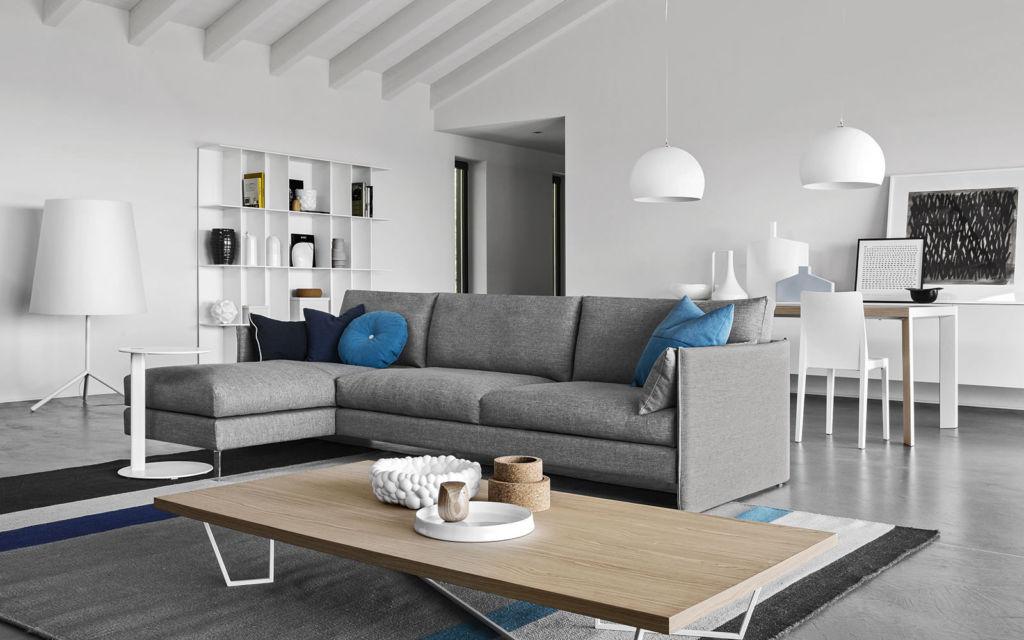 Стены в гостиной, оформляемые в стиле минимализма, всегда однотонные