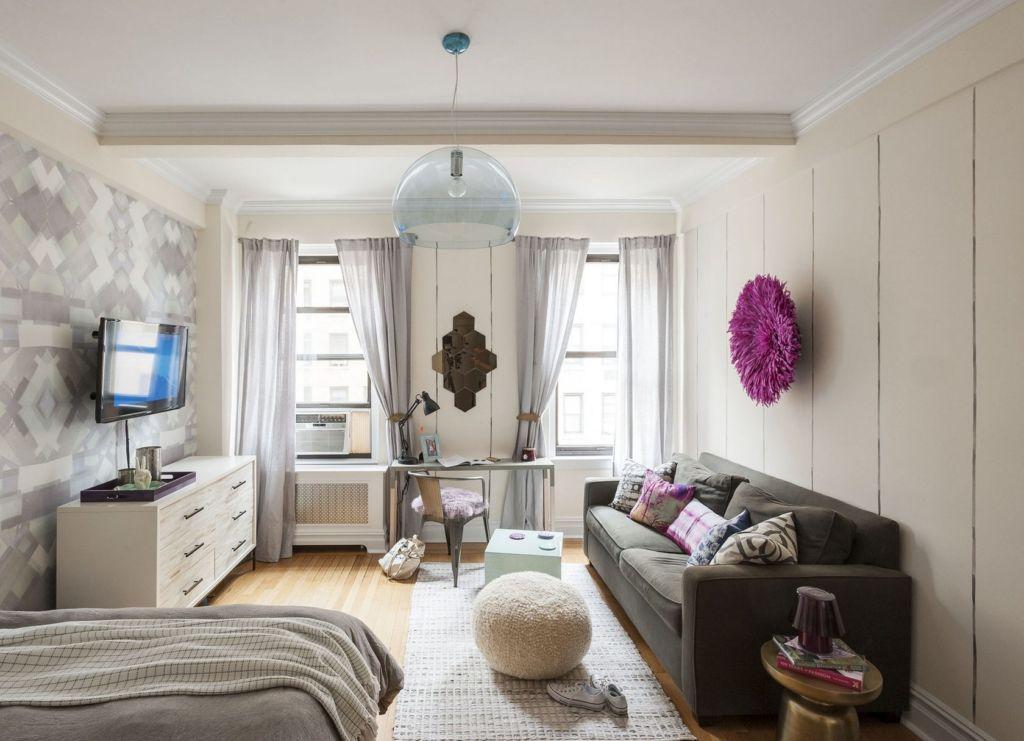 Выбирая мебель, стоит обращать внимание на архитектуру и стиль будущей гостиной