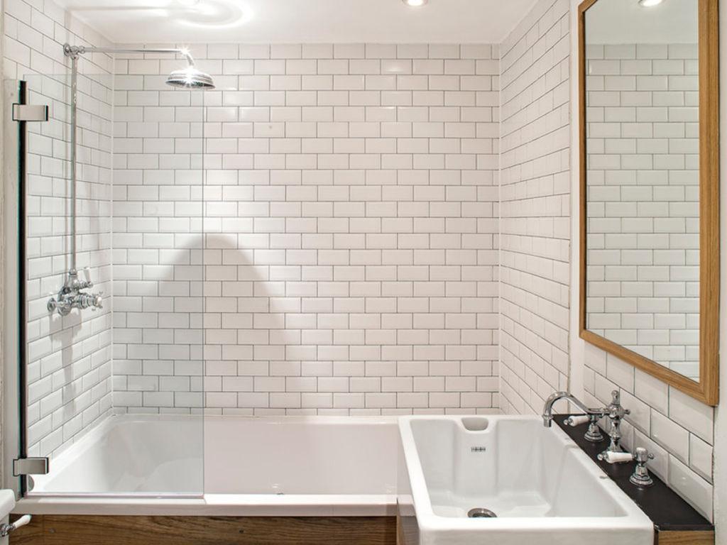 Малая стеклянная шторка для ванной
