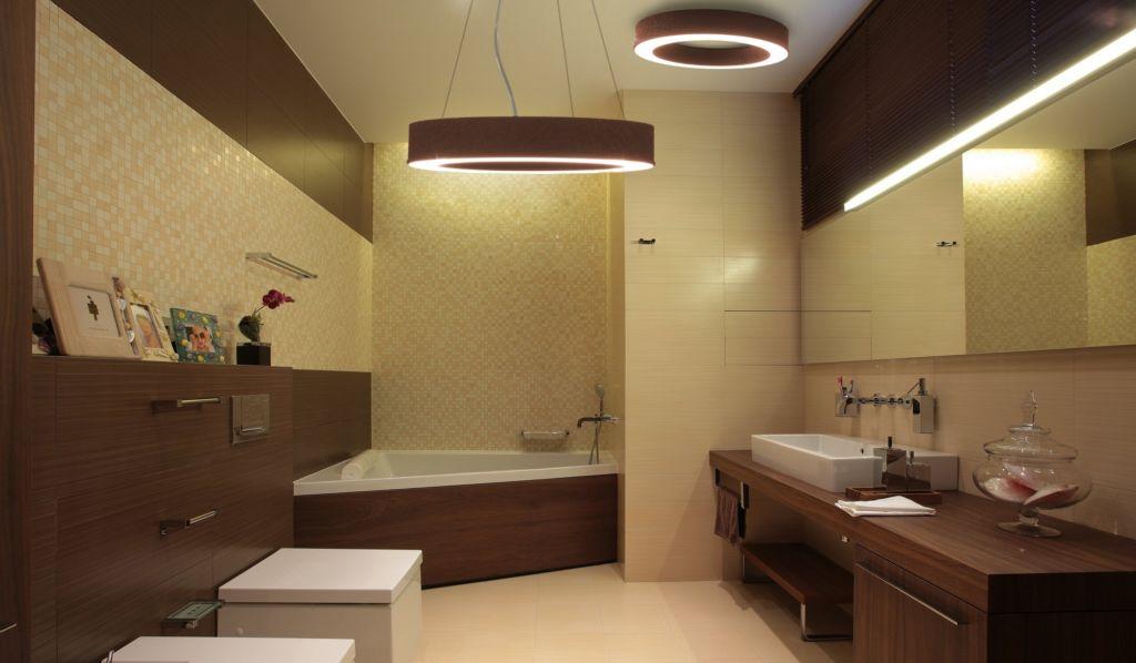 Кольцевой подвесной светильник в ванной