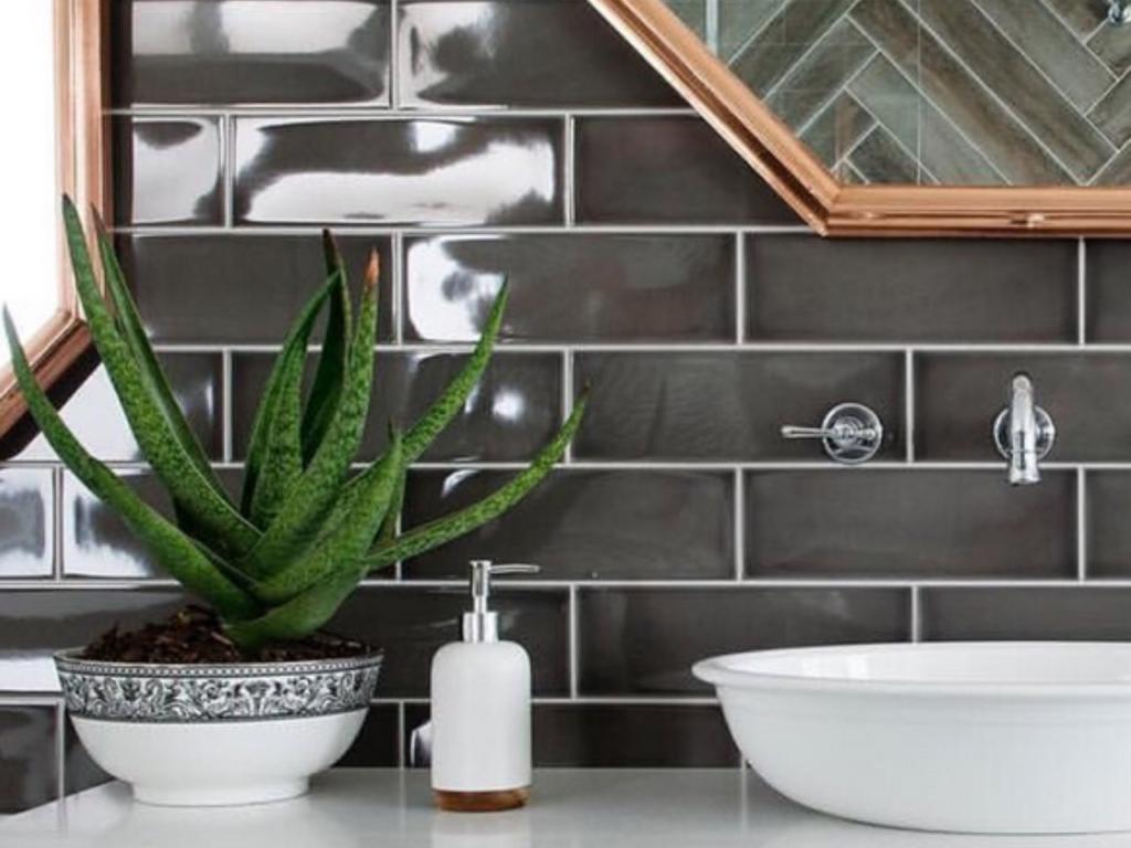 К выбору цветов для ванной без окна стоит подходить со всей ответственностью
