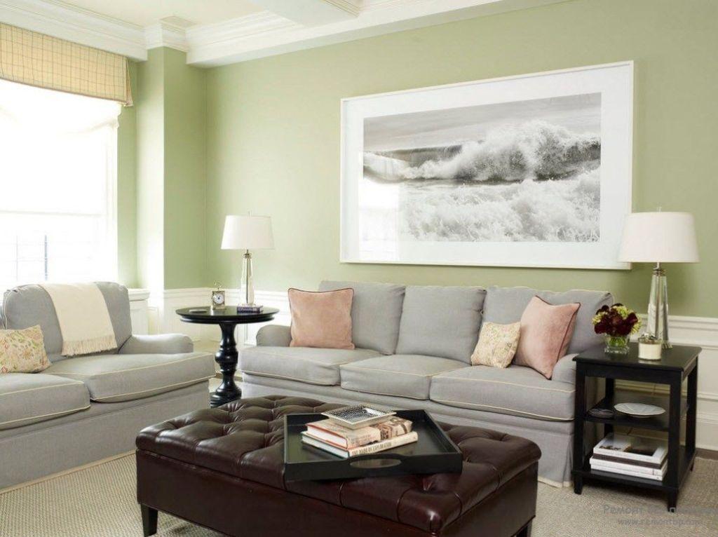 Вариант оформления стены за диваном