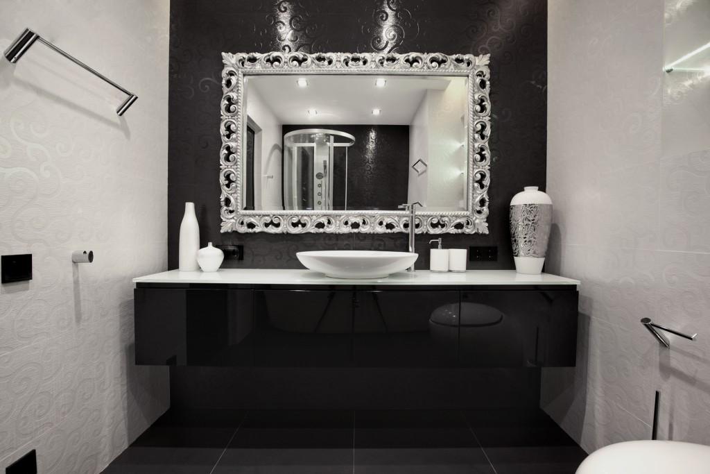 Помимо своей основной функции, зеркала помогут визуально увеличить пространство