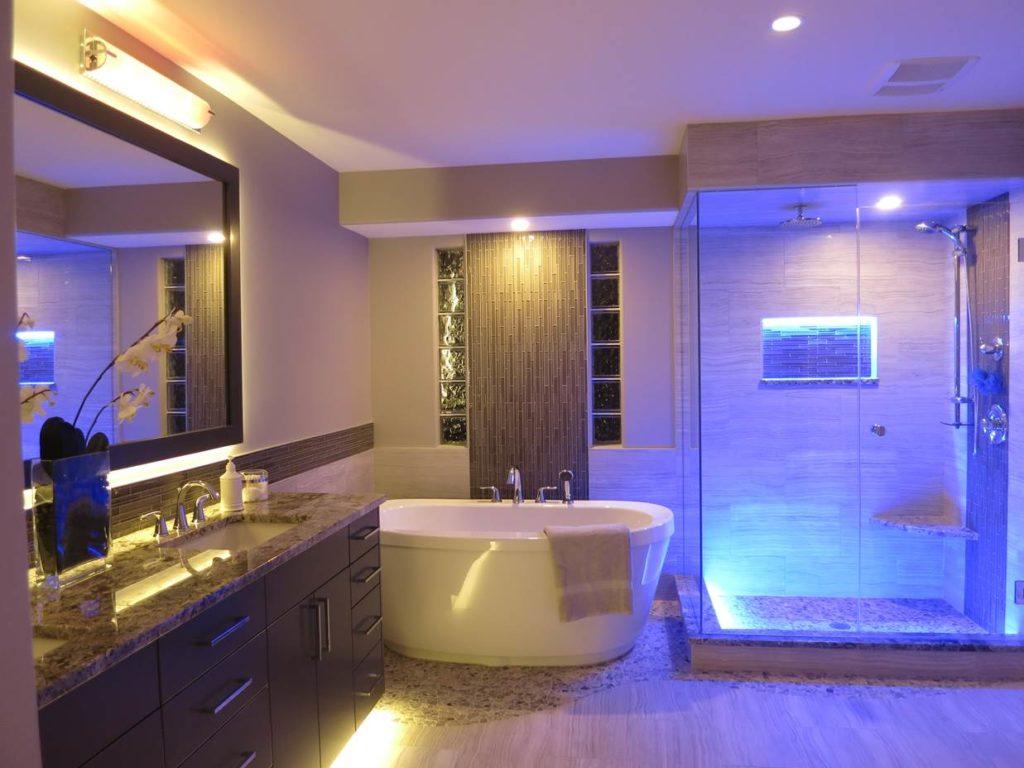 Для каждого уголка ванной нужно освещение разной интенсивности