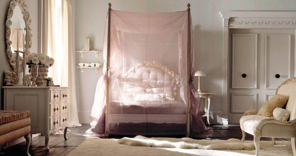 Балдахин как бы закрывает кровать от внешнего мира, обеспечивает чувство уюта и защищённости