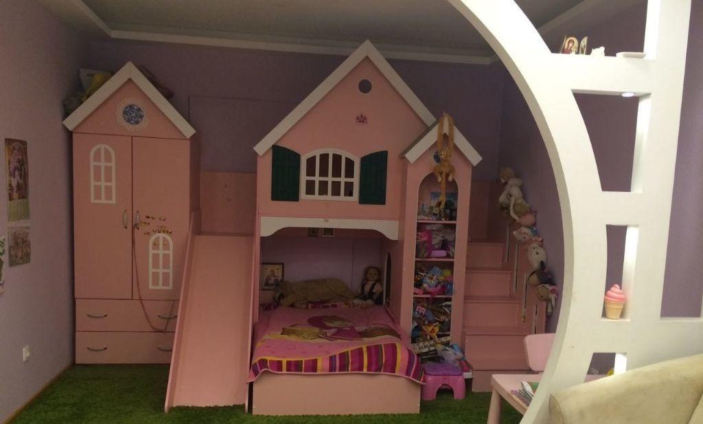 Розовый домик с горкой понравится любой девочке