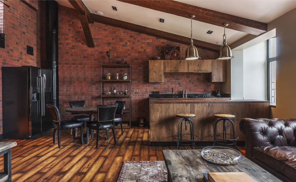 Лофт с кожаным диваном и барной стойкой