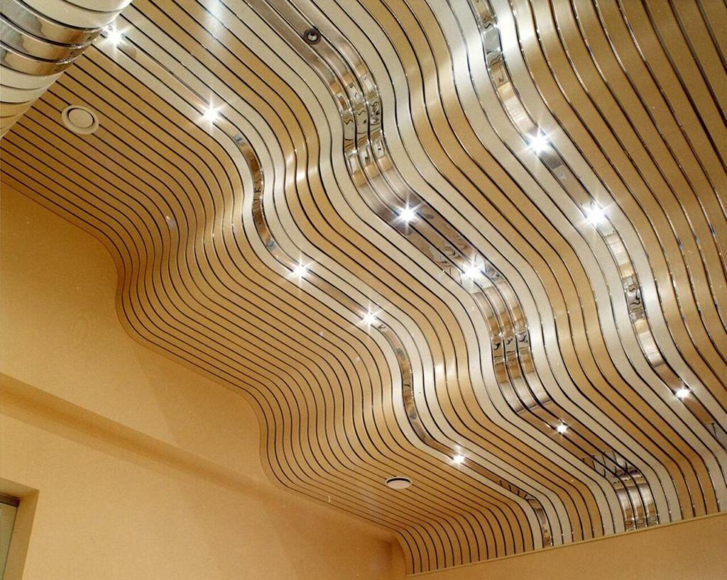Подвесной реечный потолок в ванной комнате