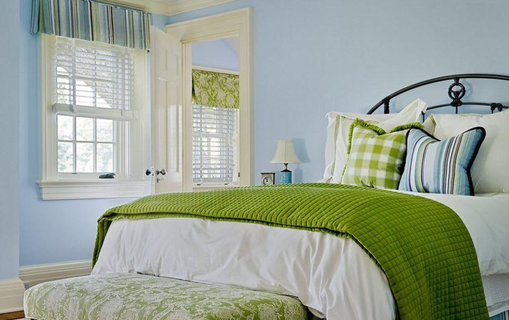 Зеленая и небесно-голубая гамма цветов для спальни