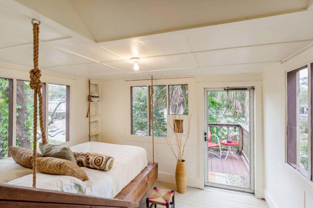 Подвесная кровать: парящая мебель для комфортного отдыха
