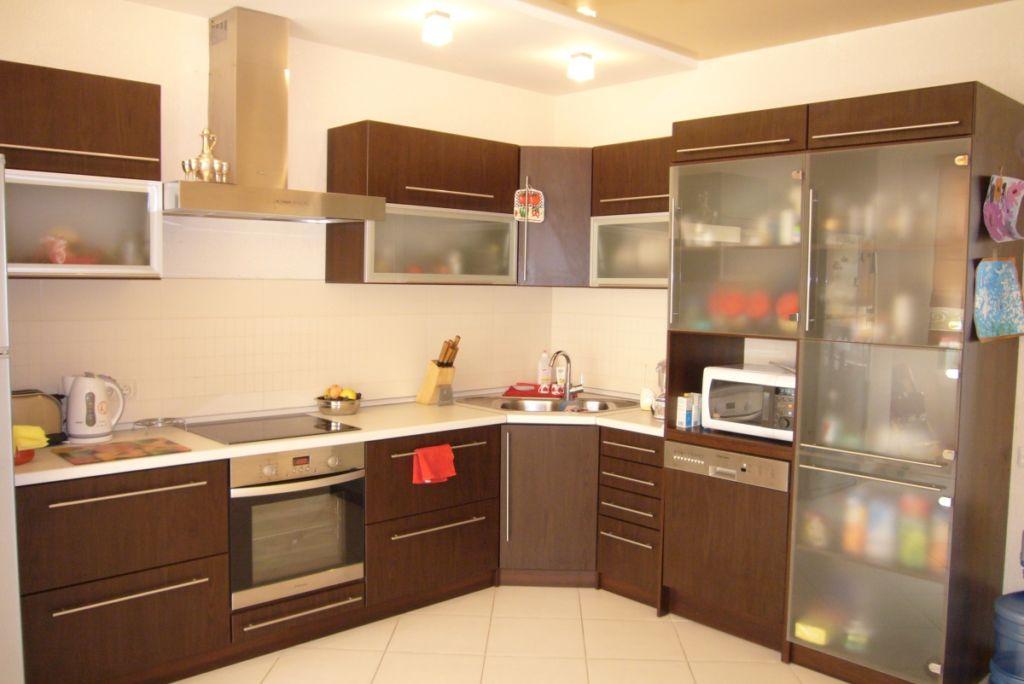 Чтобы облегчить жизнь потребителям дизайнеры разработали стандартные размеры кухонных шкафов