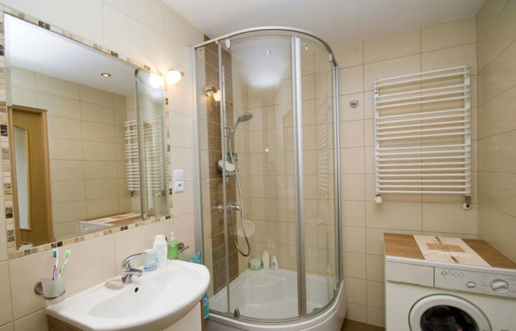 Зеркало в ванную комнату с подсветкой – удобный и практичный вариант