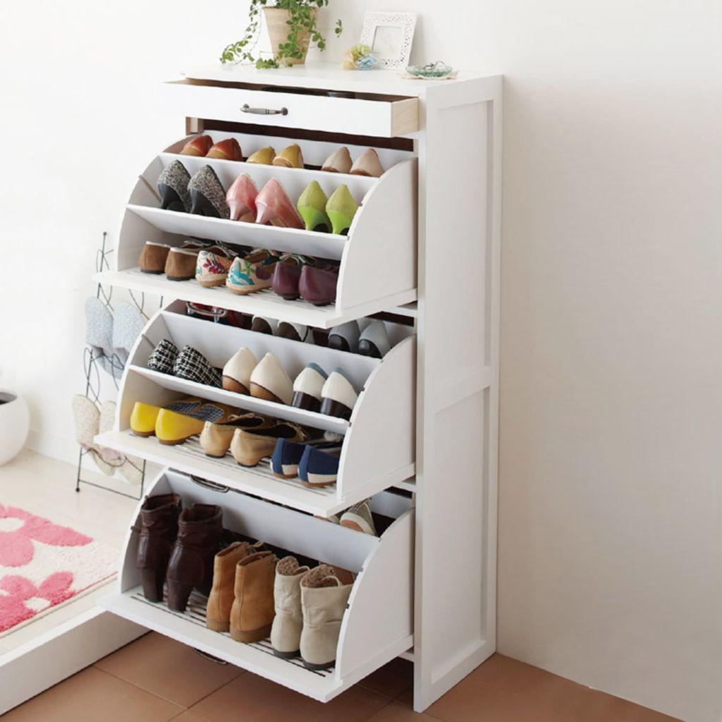 Большие вместительные обувницы подойдут даже для большой семьи