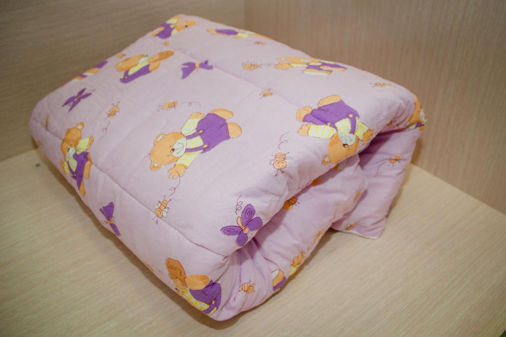 Важнейшие параметры для детского одеяла – это высокая теплопроводность, способность пропускать воздух