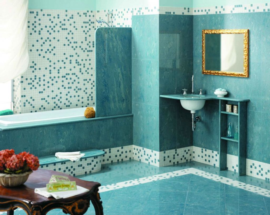 Выкладка мозаикой стены над ванной - самый популярный вариант
