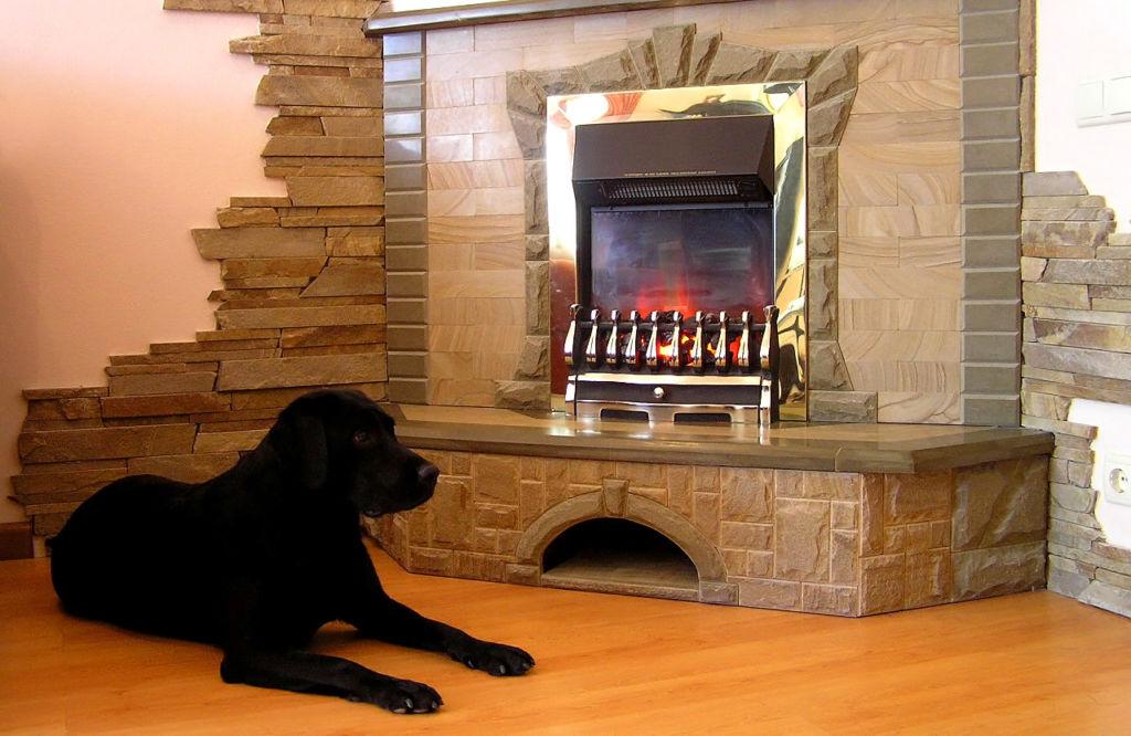 Облицовка камина обеспечивает не только эстетический вид конструкции, но и ее теплоемкость