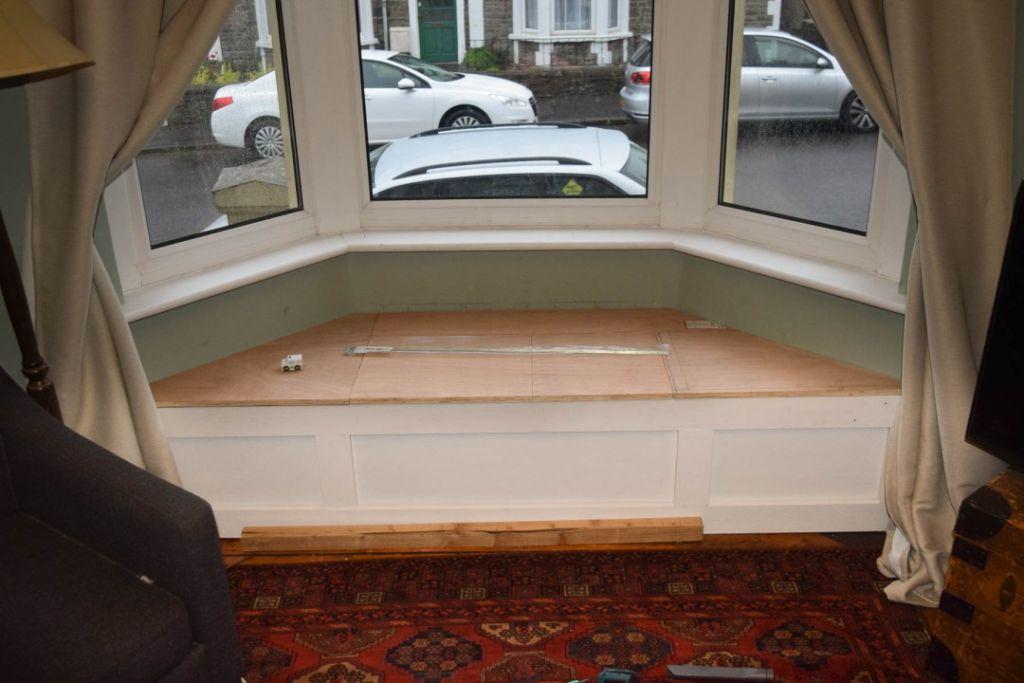 Готовый вариант подоконника-дивана