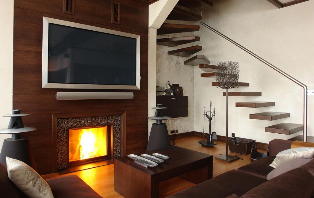 Качественные видео с горящим камином и звуками трескающихся поленьев помогут создать атмосферу тепла и уюта