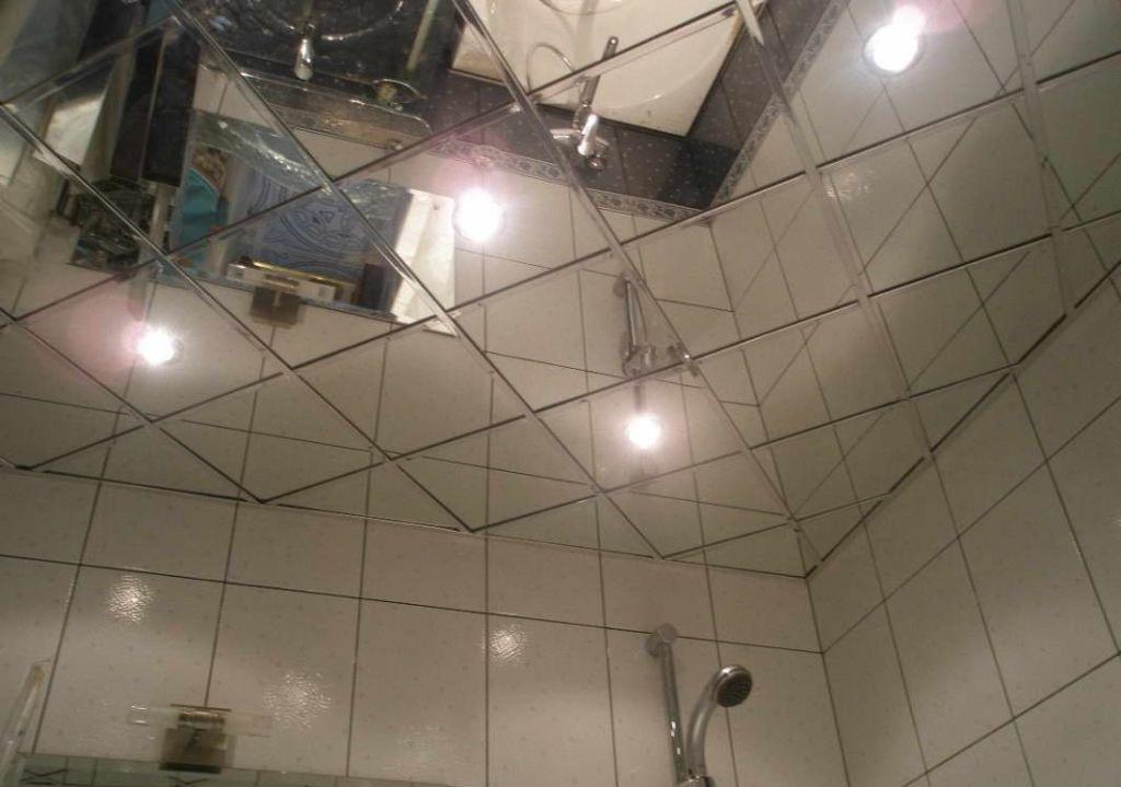 Зеркальный потолок – стильное решение для современной ванной, подкупающее своей оригинальностью и изящностью