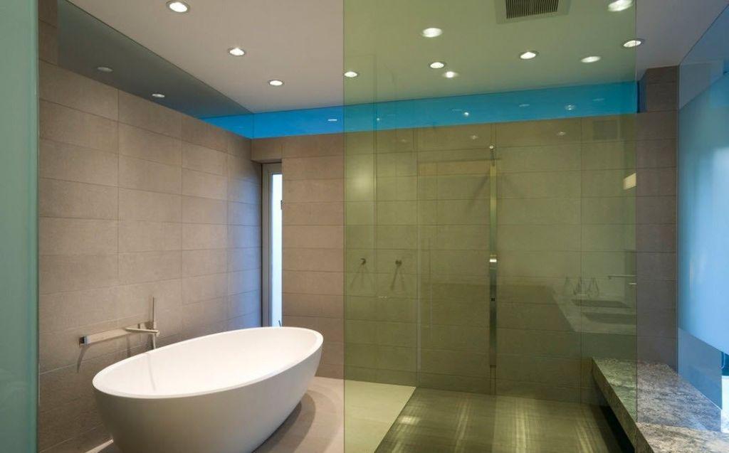 Помимо функции декора, осветительные приборы могут выполнять также акцентирующую и общую функции