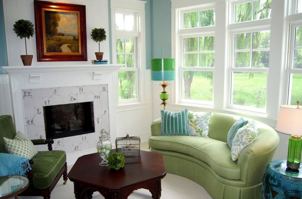 Голубой и зеленый в интерьере гостиной