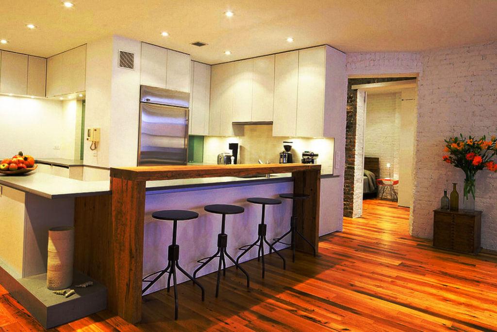Кухонный остров с барной стойкой открытого типа