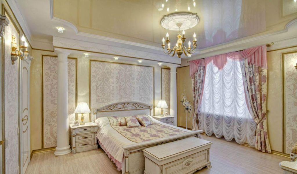 Дизайн спальни в классическом стиле с белыми колоннами