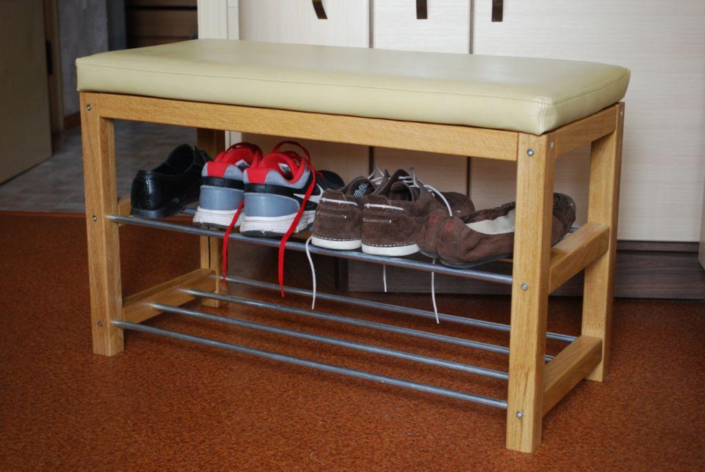 Стеллаж с сидушкой заменит пуф или другую мебель