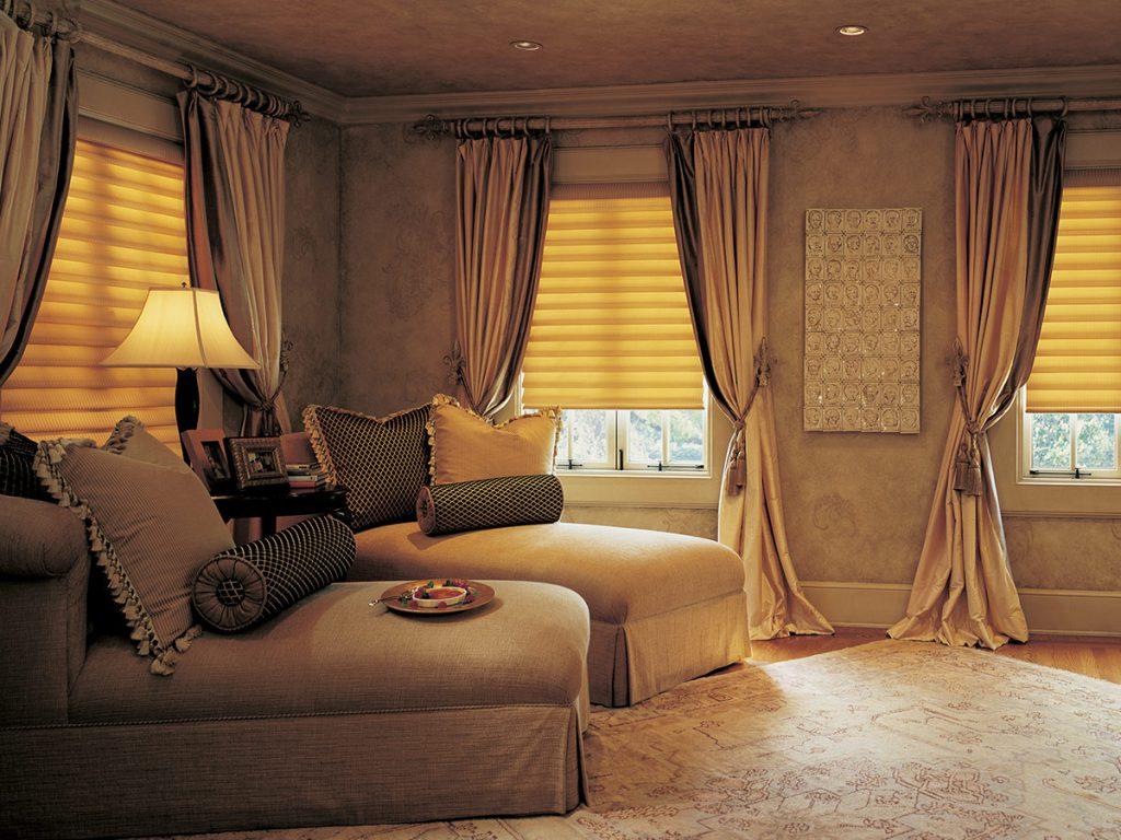 Спальня в коричнево - желтых тонах