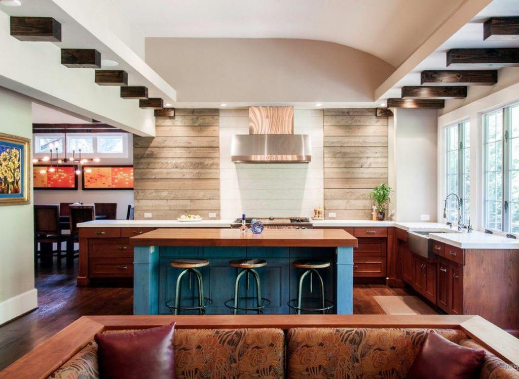 Островная кухня, совмещенная с гостиной