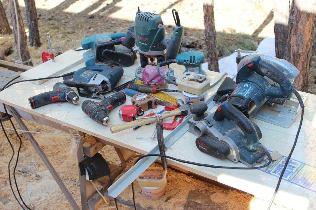 Необходимый набор инструментов для реставрации комода