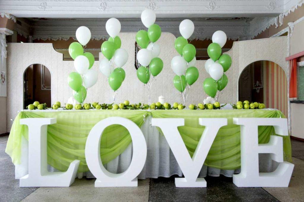 Большие буквы в свадебном декоре