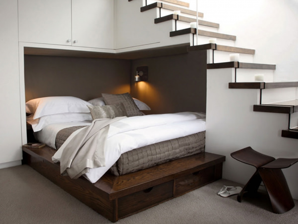 Спальное место под лестницей