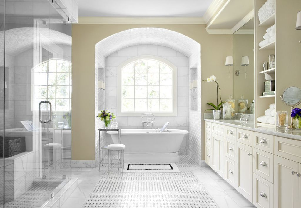 Большая ванная комната вместительна и в ней можно реализовать свои идеи
