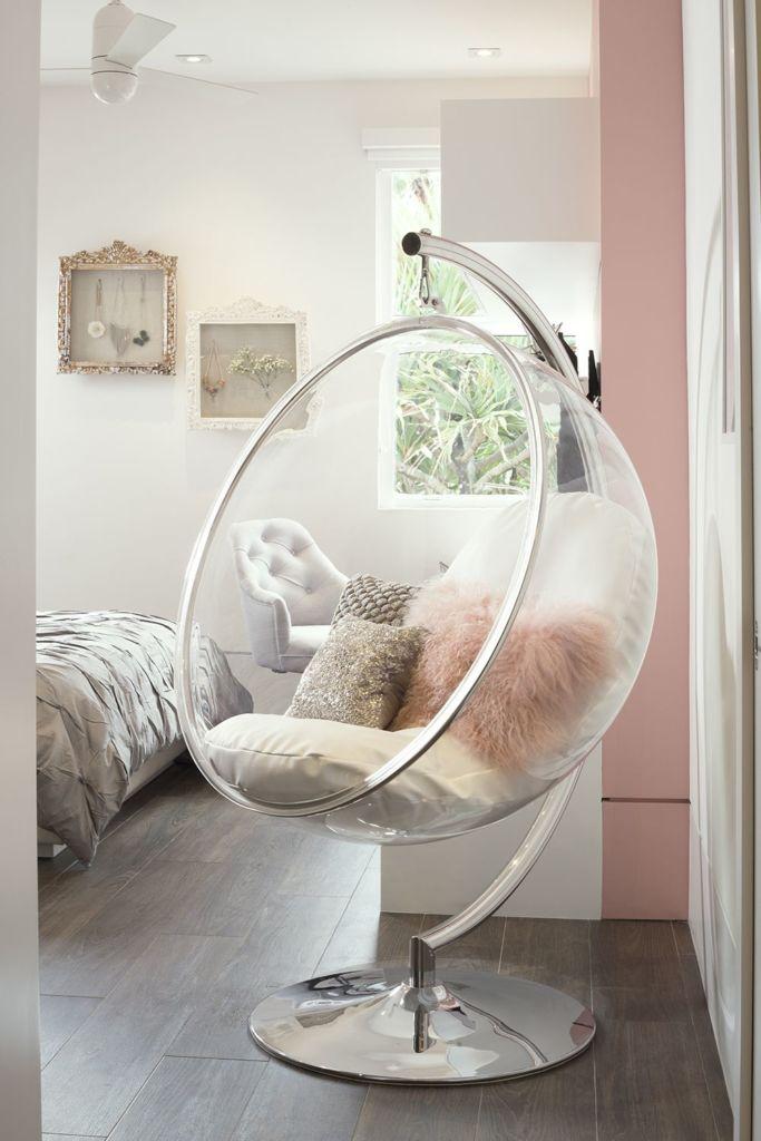 """Кресло-""""пузырь"""" в спальне"""