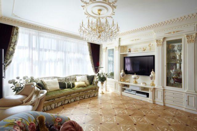 Гостиная с декоративными колоннами