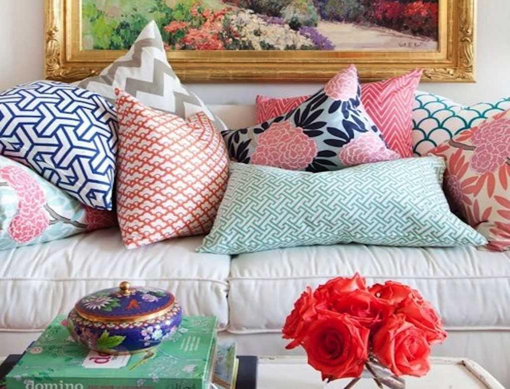 Декоративные подушки давно уже стали привычным элементом любого интерьера