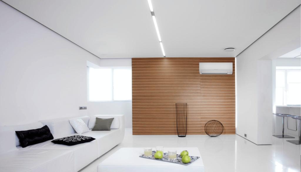 Основные принципы – идеально ровный светлый потолок