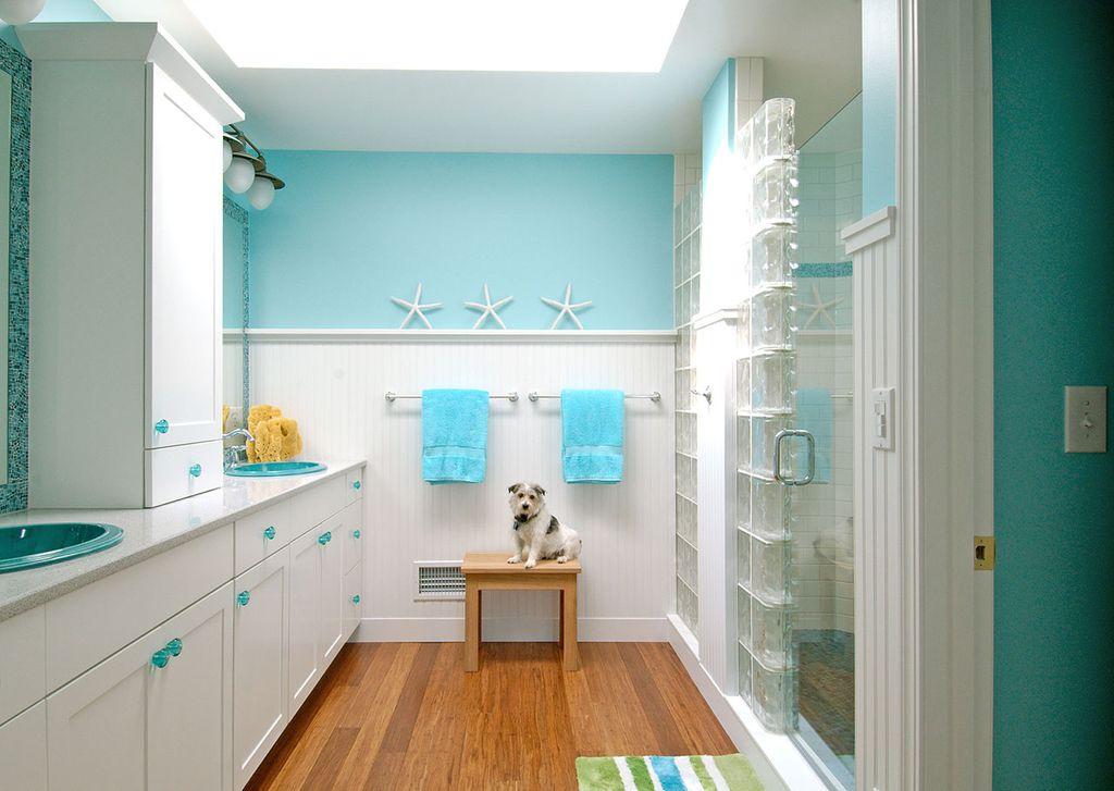 Предметы декора должны сочетаться со стилистикой ванной