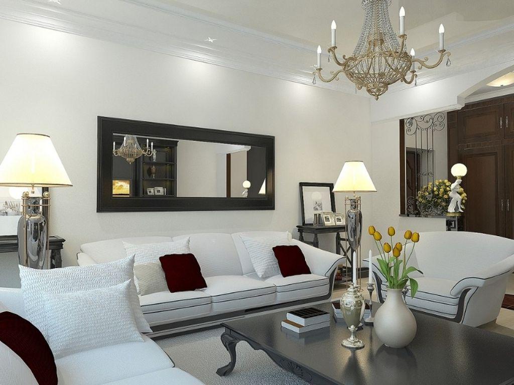 Зеркало над диваном будет полезно для небольших комнат
