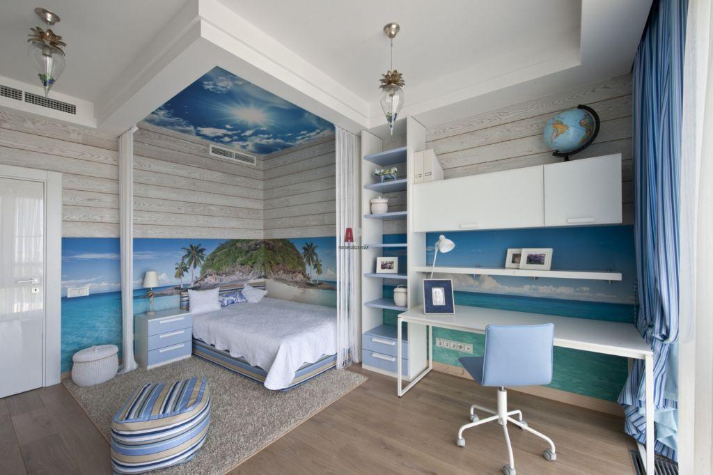 Детская комната в морском стиле со светлой мебелью