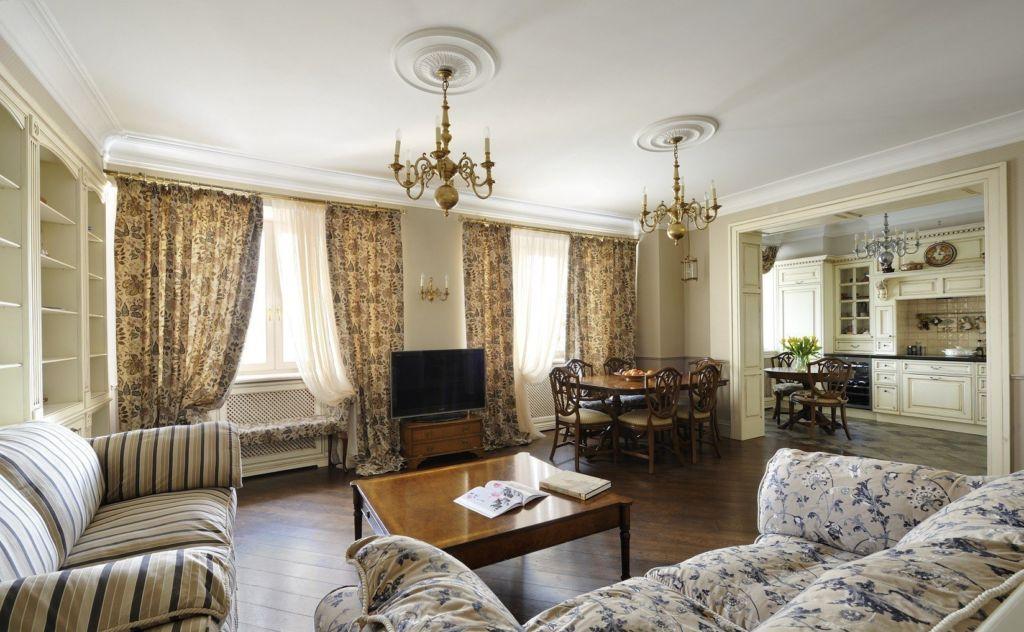 21 идея для дизайна гостиной с двумя окнами